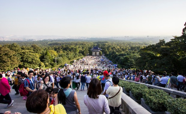 Huge crowds come to climb the stairs to Sun Yat-sen's mausoleum.