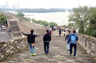 HNC Students and Alumni Walk theWall