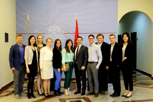 SAIS Europe students met with H.E. Arben Ahmetaj, the Albanian Minister of Economic Development, Trade and Entrepreneurship. (Photo courtesy of Joana Allamani)