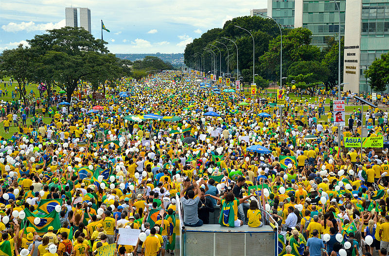 Brazilians take to the streets in March 2016 to protest the revelations of government (Photo Courtesy: Wikimedia Commons)